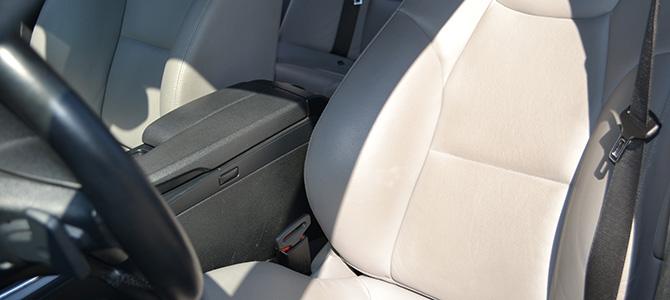 車の中から浮気の証拠を見つける方法